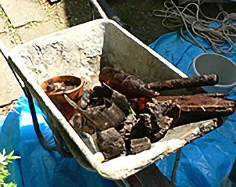井戸から出たゴミ
